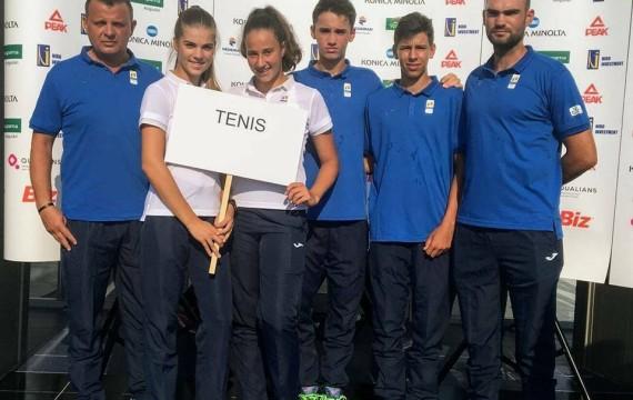 Radu Papoe (al doilea din dreapta)